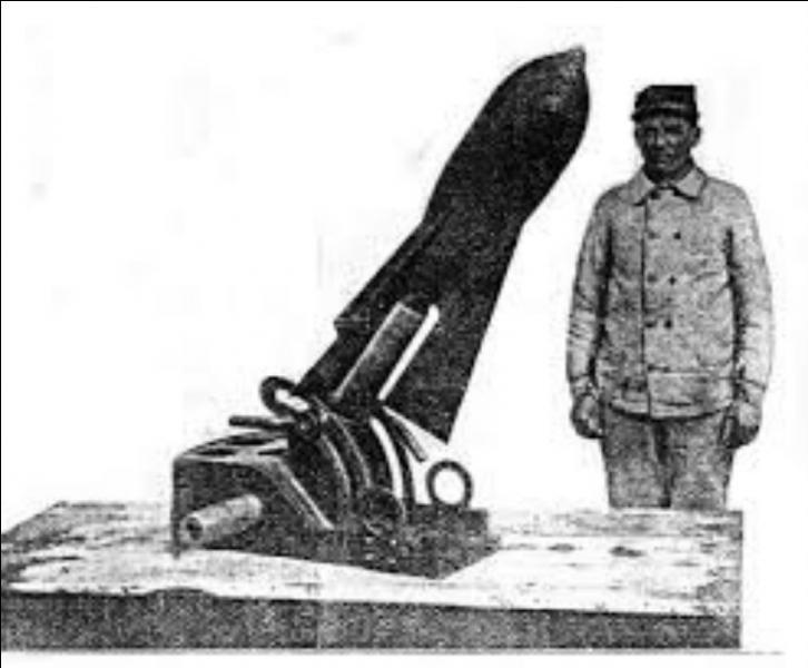 Lors de la Grande Guerre, si les Allemands disposaient de la redoutable et imposante  Grosse Bertha , nos poilus eux, étaient dotés de ces petits canons de tranchées surnommés...