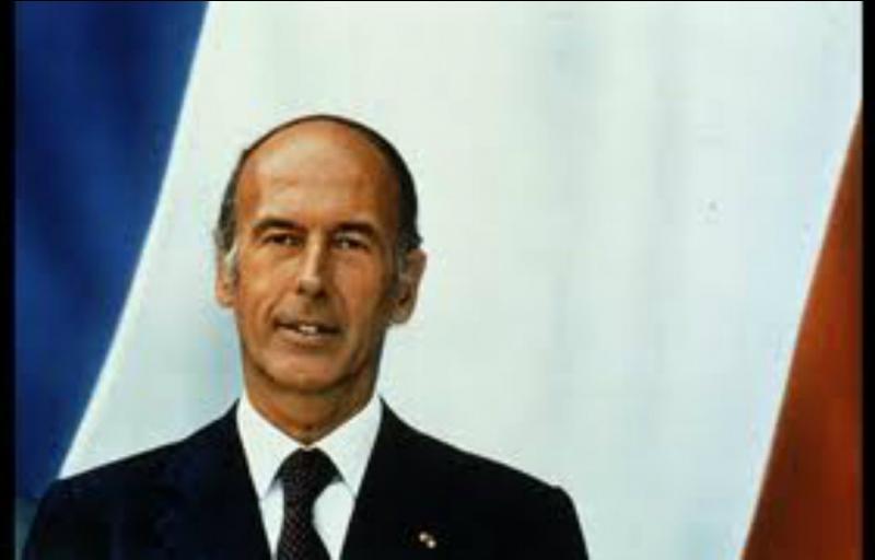 Le 10 octobre 1979, quel journal révéla l'affaire des diamants offerts en 1973 à Valéry Giscard d'Estaing par le président de Centrafrique, Jean-Bedel Bokassa ?