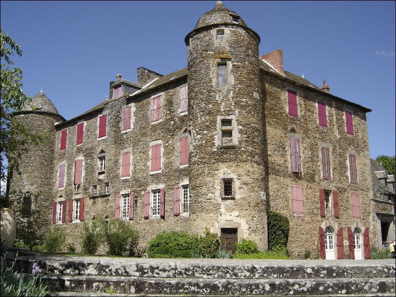 Il passa une partie de son enfance chez ses grands-parents au château :