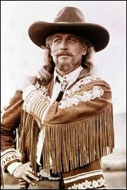 Avant de diriger son show ''The Wild West'' , Buffalo Bill était chargé de tuer des bisons afin de d'affamer les tribus indiennes qui s'en nourrissaient. Quel était son vrai nom ?