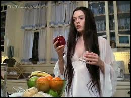 Qui apparaît dans l'épisode  Miroir, gentil miroir ...   ?