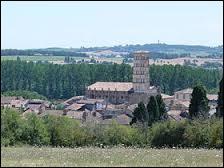 Nous voyons sur cette image la cathédrale de la commune Gersoise de Lombez. Elle se situe en région ...