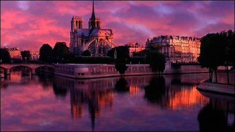 Dans la chanson de Dutronc  Il est 5 heures Paris s'éveille , qui a froid aux pieds ?