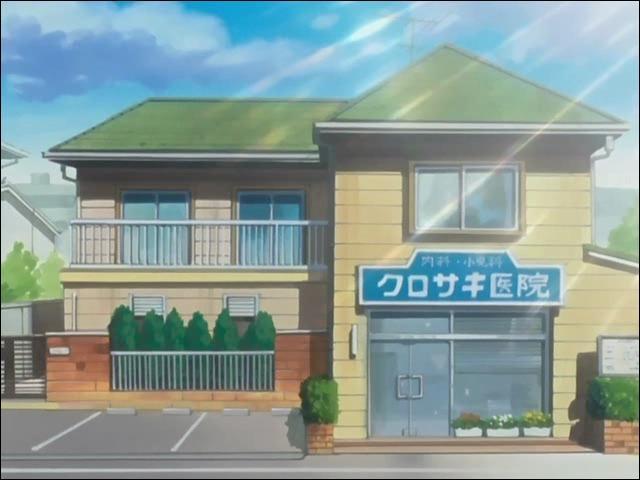Si on avance un peu dans cette ville, on tombe sur cette maison. Savez-vous à qui elle appartient ?