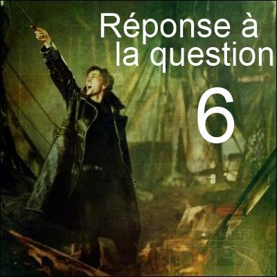 _____ donne des informations à Voldemort, mais travaille en réalité pour le compte de _____.