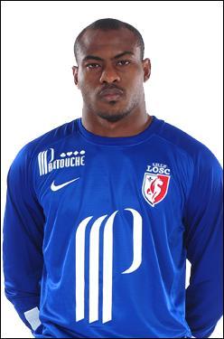 Comment s'appelle ce gardien international nigérian ?
