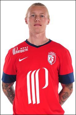 Quel est le nom de ce défenseur qui jouait à Wolfsburg la saison dernière ?