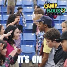 (Camp Rock) Avec quel camp ont-ils chanté  It's On  ?