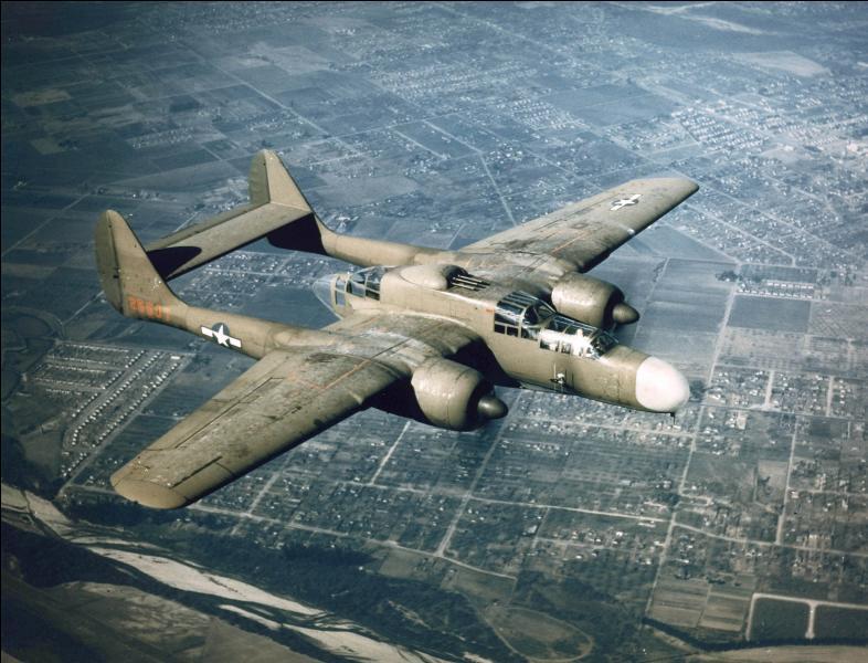 Cet avion a été le premier avion de chasse US conçu pour pouvoir contenir et utiliser un radar. C'est un avion prévue pour la chasse de nuit. A la base, la construction de cet avion fut décidée pour la protection de « ciel britannique ». Quel est cet avion ?