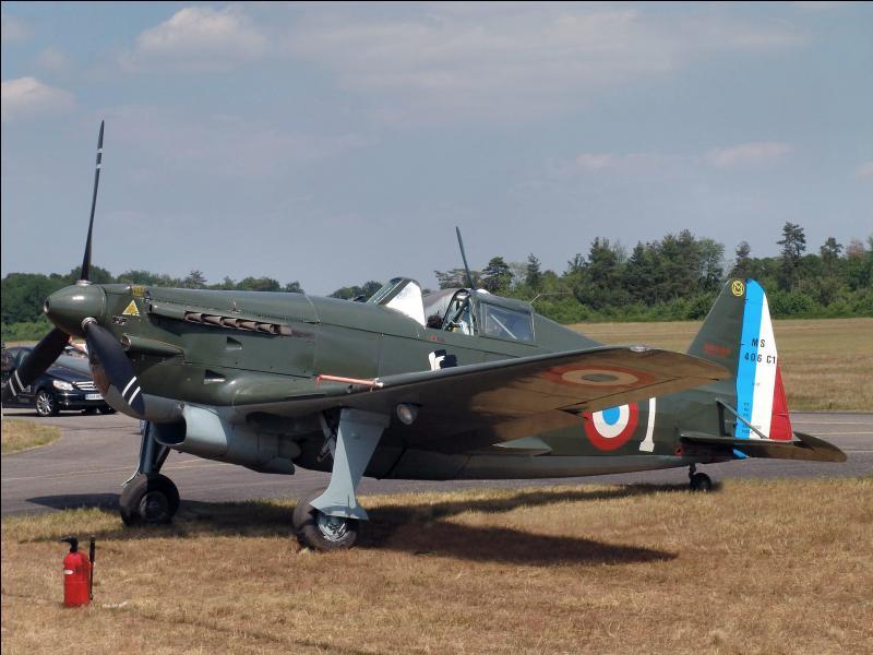 Pour finir, revenons en France. Il fut l'ossature de la chasse française jusqu'à la défaite française de juin 1940. A l'entrée en guerre, il était déjà dépassé, les avions de chasse allemands le surclassaient déjà. Quel est cet avion ?