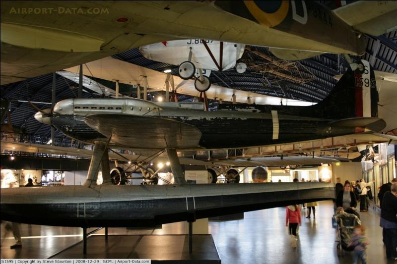 Cet hydravion est à l'origine d'un avion de chasse anglais, le spitfire. C'était un racer (à l'origine), c'est-à-dire un avion (hydravion, dans ce cas) de course. A vous de le trouver !