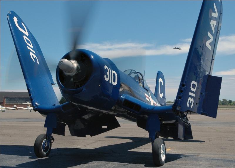 C'est l'avion de Gregory « Papy » Boyington héros de la série télévisée « les têtes brulées » et de la bataille du Pacifique. Cet avion a été un des piliers de l'aéronautique US pendant la guerre. Il équipa les US marines corps et l'US Navy. Il est devenu « l'avion de l'État du Connecticut » !