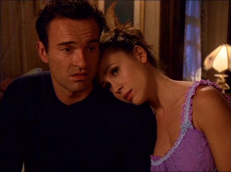 Avec qui est Phoebe lorsqu'elle rencontre Cole ?