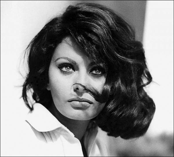 Qui est cette actrice italienne, veuve du réalisateur italien Carlo Ponti et inoubliable dans  La Paysanne aux pieds nus  ou  Mariage à l'italienne  ?