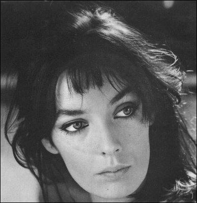 Comment s'appelle cette actrice (Joyeuses Pâques) et chanteuse (Ivan, Boris et moi, Les vendanges de l'amour ... ) aux yeux extraordinaires ?