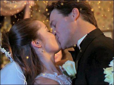Qui n'est pas présent au mariage de Piper et Léo ?