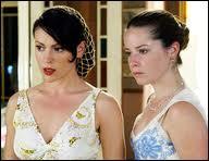 Qui est présent au mariage de Phoebe ?