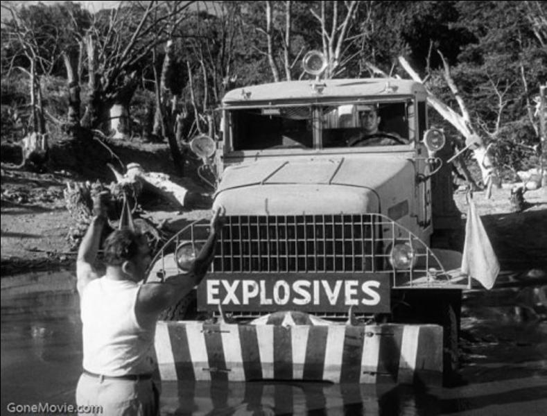Il ne faut pas rester à côté de ces deux camions. Ils transportent un produit très explosif si on le malmène trop brutalement ! Un film d'action où le courage est de mise dans ce film ! Les survivants auront bien gagné leur salaire !
