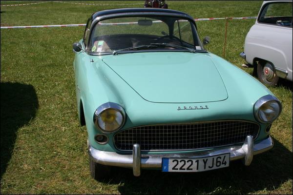 Et celle-ci c'est une Simca Aronde...