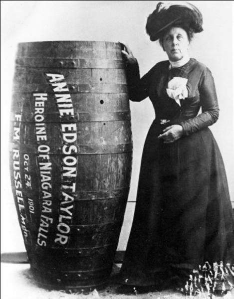 Que peuvent bien avoir comme rapport ce tonneau et cette femme, Annie Edson Taylor , en 1901 ?
