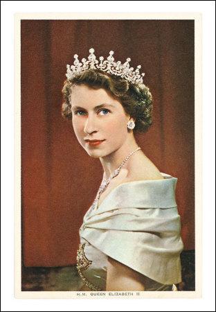 Élizabeth II , la fameuse reine anglaise, est-elle encore en vie (16 décembre 2013) ?