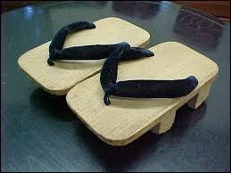 Les tongs traditionnelles japonaises s'appellent :