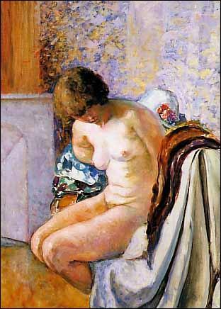 Femme nue assise près de la cheminée.