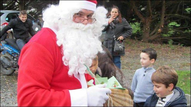 Et comment ne pas terminer ce quiz avec cette chanson de Noël, que tout le monde connaît, les petits comme les grands !