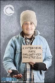Vous voyez cette pancarte qui nous montre François Hollande SDF ? Il en existe une autre comme ça, intitulé :  À vot' bon coeur ...