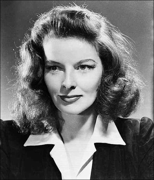 Quelle actrice américaine, qui a forgé sa légende dans le cinéma hollywoodien noir et blanc des années 1930 et des années 1940, a été élue en 1999 par l'AFI (American Film Institute) comme étant la plus grande actrice de légende du cinéma américain ?