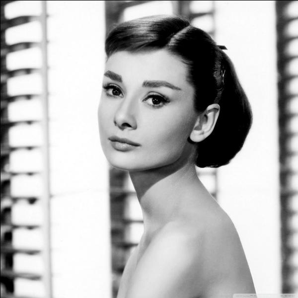 Comment s'appelle l'actrice britannique qui remporta, en 1954, l'Oscar de la meilleur actrice pour le film  Vacances romaines  où elle donna la réplique à Gregory Peck ?
