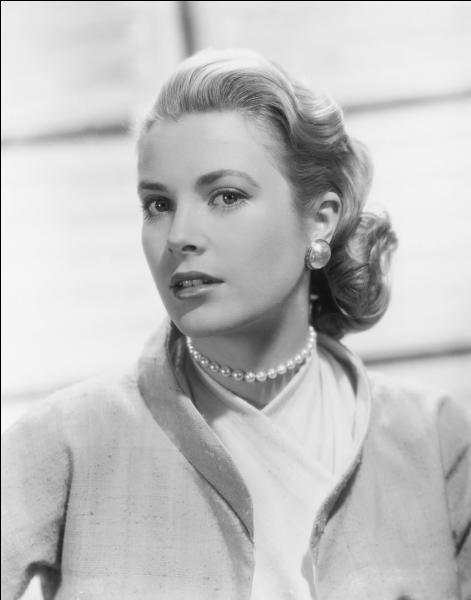 Quelle actrice, ayant tourné aussi bien dans le monde du western qu'avec Alfred Hitchcock, a connu la célébrité à Hollywood et est ensuite devenue princesse ?