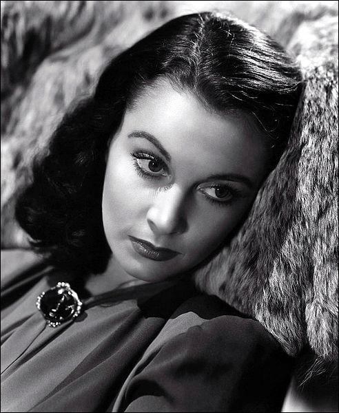 Comment s'appelle l'actrice britannique lauréate de deux Oscars pour l'interprétation magistrale de Scarlett O'Hara dans  Autant en emporte le vent  en 1939 et Blanche DuBois dans  Un tramway nommé désir  en 1951 ?