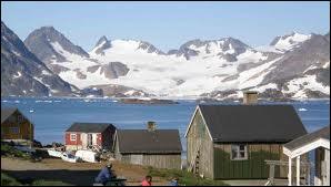Quelle est la capitale de la grande île danoise autonome de Kalaallit Nunaat située dans l'océan Atlantique proche du nord-est du Canada ?