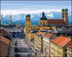 La ville de Munich est la troisième ville d'Allemagne par sa population après Berlin et Hambourg. De quel Land allemand est-elle la capitale ?