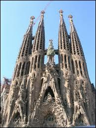 Quelle est la capitale de la communauté autonome espagnole de Catalogne ? Un indice : vous y trouverez l'église de la Sagrada Familia.