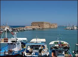 Quelle est la capitale de l'île de Crète, cinquième plus grande île de la mer Méditerranée, rattachée à la Grèce en 1913 ?