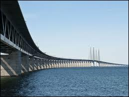 Quel est le chef lieu du comté de Scanie, province historique de Suède, située à l'extrémité sud du pays et séparé du Danemark par le détroit de Sund ? Un indice : la ville est reliée à Copenhague par un pont-tunnel de 12 km.