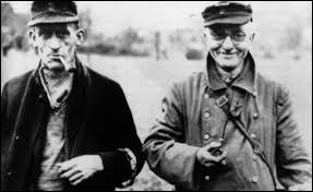 Quel était le nom de la milice populaire allemande formée en octobre 1944 et englobant tous les hommes en état de se battre de 16 à 60 ans non déjà mobilisés ?