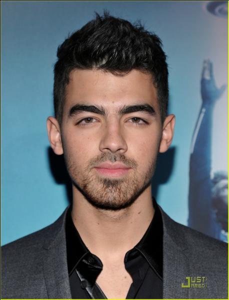 Je suis déjà sortie avec Joe Jonas, qui suis-je ?