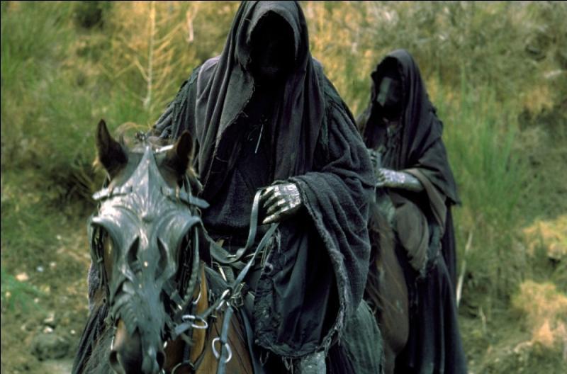 Autrefois, nous étions les 9, à présent, nous sommes les nazguls, partisans de Sauron, nous tentons de nous emparer de l'anneau unique dans  Le Seigneur des Anneaux . Qui est notre chef ?