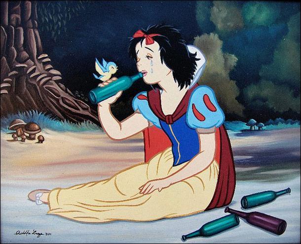 -------------- n'en revient pas que la reine ait voulu la tuer pour sa beauté ! Il ne le passe pas dans le film mais lors du tournage elle ne s'est pas gênée.