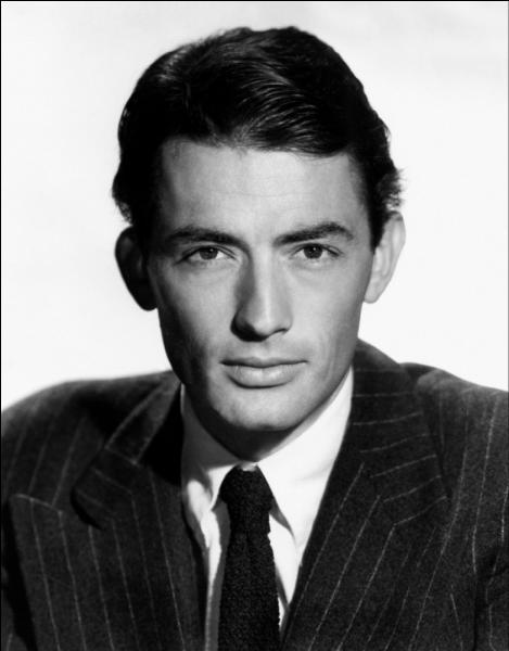 Comment s'appelle l'acteur américain qui a forgé sa légende dans les années 1940 et les années 1950 par des œuvres incitant à une certaine réflexion de l'humain ?