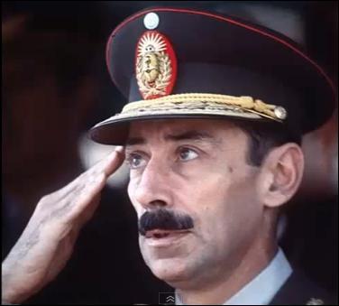Mai : Jorge Rafael Videla dirigeait son pays de 1976 à 1983 à la tête d'une junte militaire. Cela n'empêcha pas la Coupe du monde de foot de s'y dérouler en 1978.