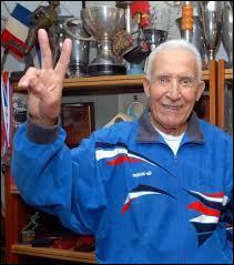 Juin : Né en Algérie en 1921, Alain Mimoun a toujours été extrêmement fier d'avoir apporté à la France une médaille d'or. Dans quelle épreuve et où l'a-t-il fait ?