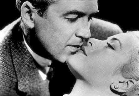 Comment se prénomment ces deux grands artistes de l'âge d'or de Hollywood qui se sont donnés la réplique dans  Fenêtre sur cour  en 1954, un petit bijou de réalisation signé Alfred Hitchcock ?