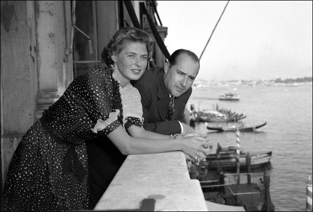 En 1948, Ingrid Bergman suscite le scandale aux Etats-Unis en délaissant son premier mari et sa fille pour aller vivre avec le réalisateur italien Roberto Rossellini. Combien d'années a-t-elle été  bannie  de Hollywood ?