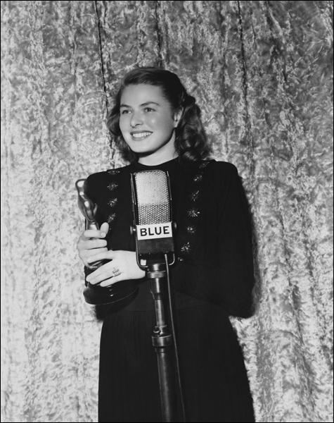 Quelle distinction honorifique décernée par Hollywood a-t-elle reçu à deux reprises, une première fois en 1945 et une seconde fois en 1957 ?