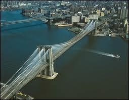 Quelle ville est reliée par ce pont ?