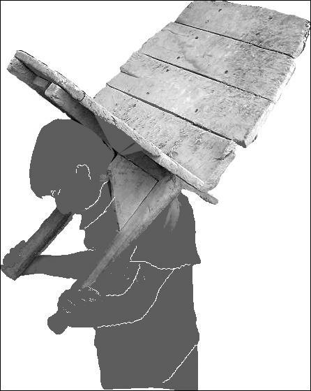 Cet outil de maçon servait à transporter le mortier sur le dos.